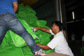 Hygiene kits arrive today at Cebu Airport from Manila, to be ready for dispatch to typhoon affected areas. Oxfam is planning to distribute about 3000 hygiene kits in the coming days. Photo: Chee Chee Leung/OxfamAustralia