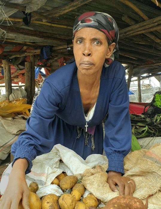 Atsede selling vegetables at the market. Photo by Tigist Gebru/Oxfam.