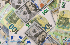 Image of bank notes of different currencies